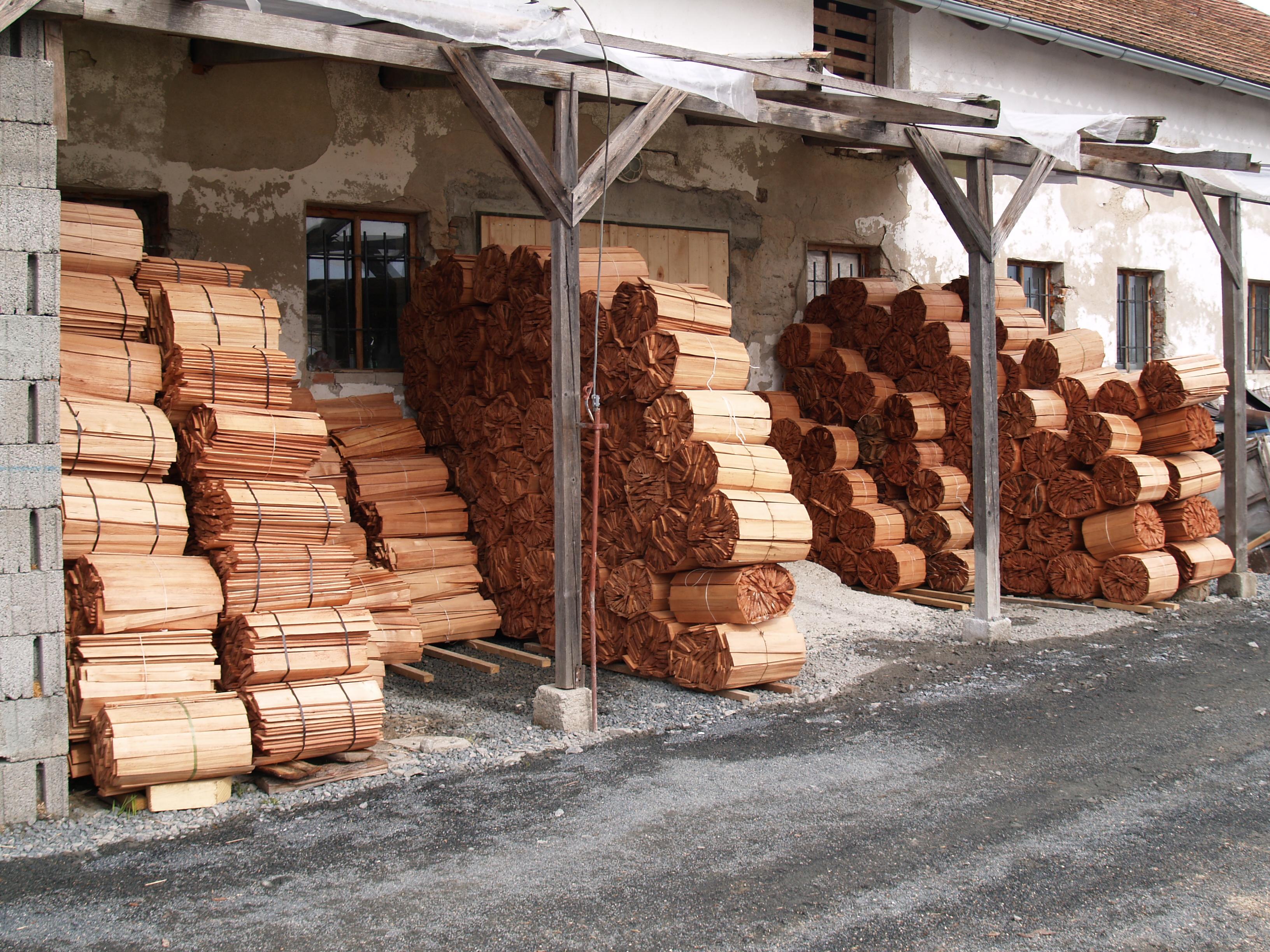 Dřevěný šindel stále patří kžádaným materiálům. Vybírejte ale spolehlivé výrobce