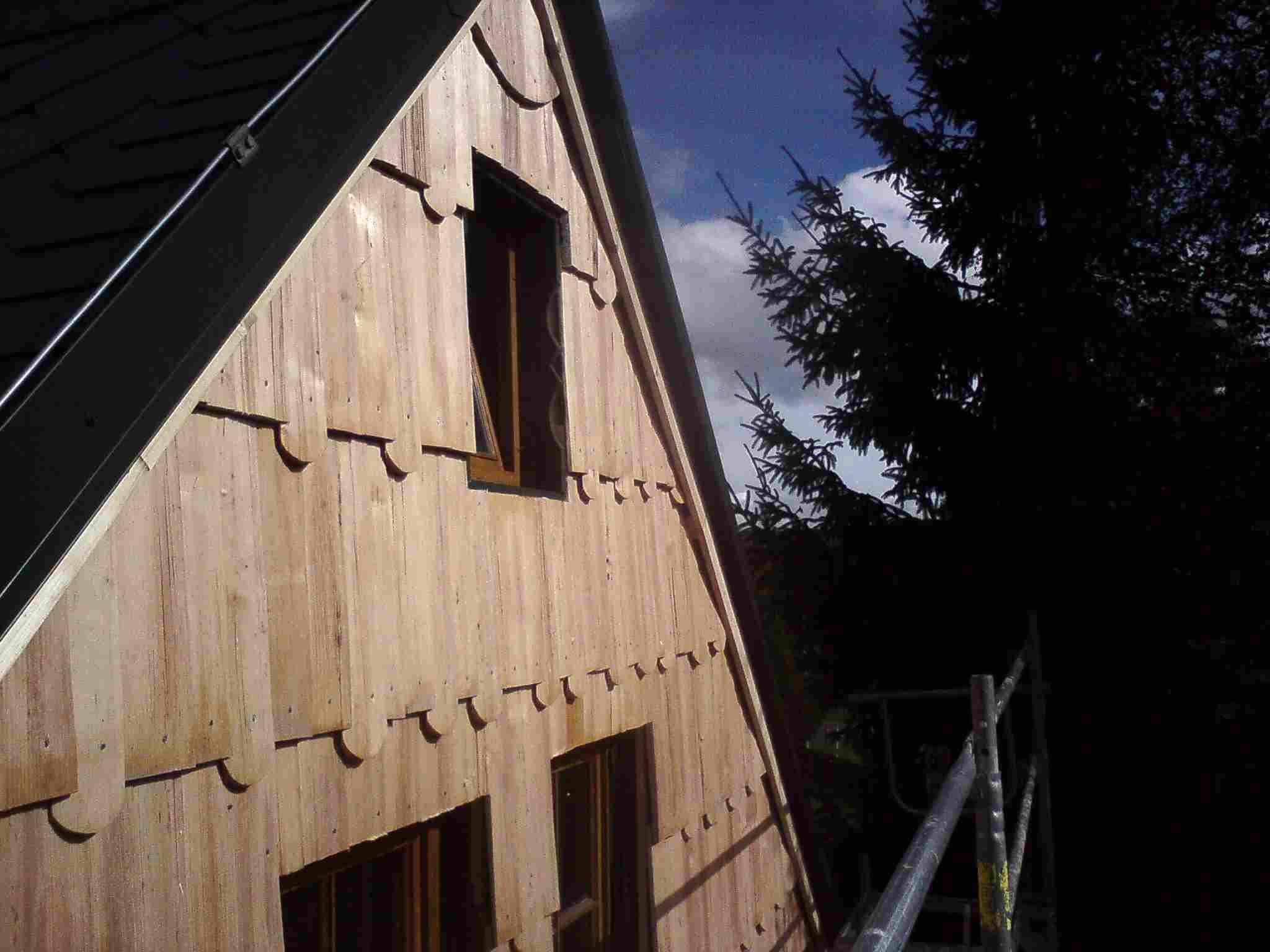 Drdlík- obklad stěny dřevěným šindelem