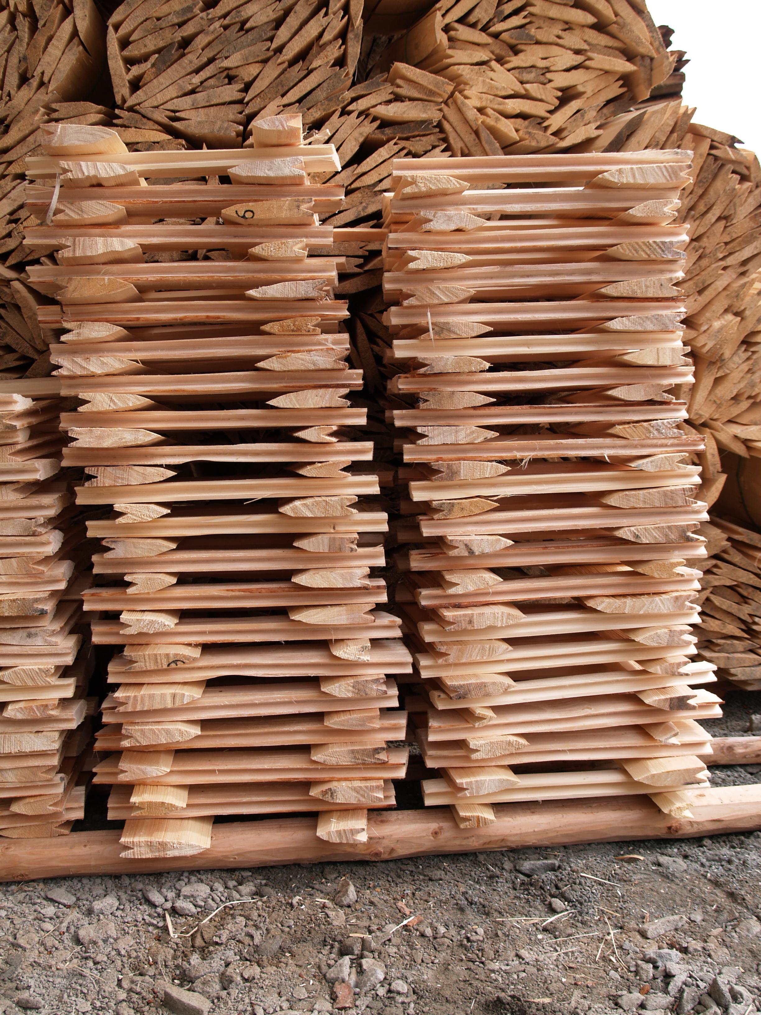 dřevěné šindele štípaný sušení v hráních, drdlik