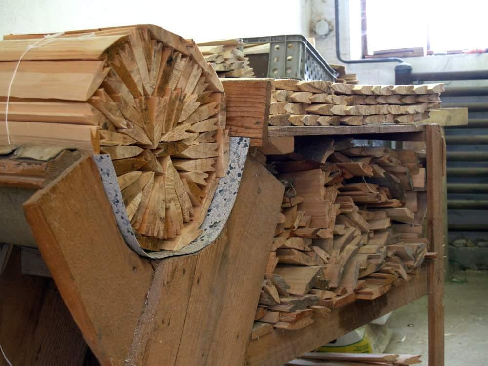 Balení dřevěného šindele do balíků