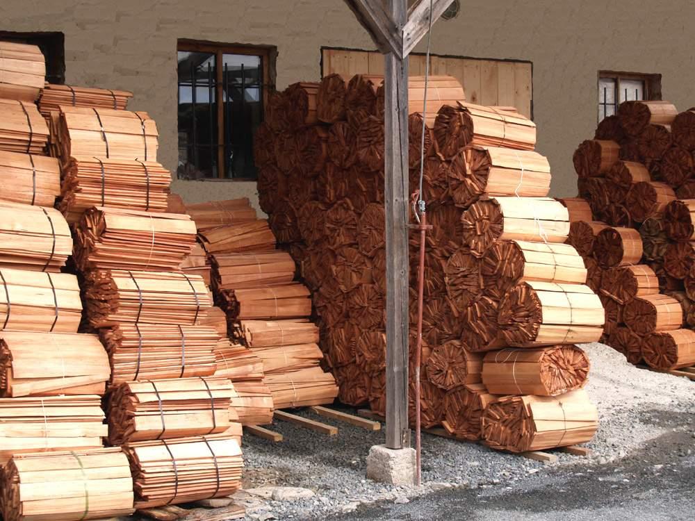 Skladování dřevěného šindele před expedicí
